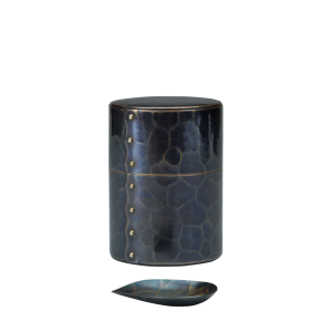 Tea caddy with Tea scoop<br>Large hammered pattern<br>Bluish-purple (100g)