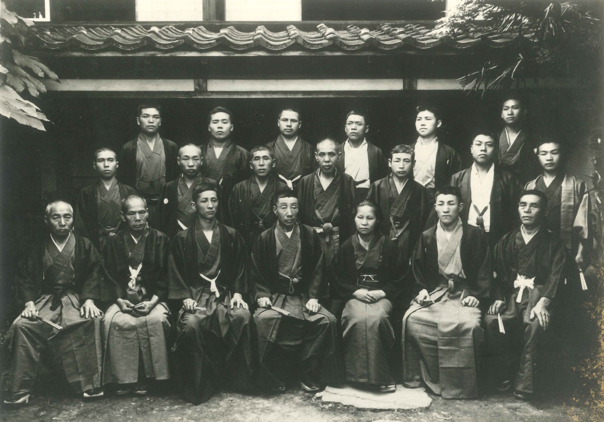 Front row, third from the left: Kakuhei Tamagawa (Fourth Head) Kakuhei Tamagawa (Third Head) Momi Tamagawa (Wife of the Third Head)